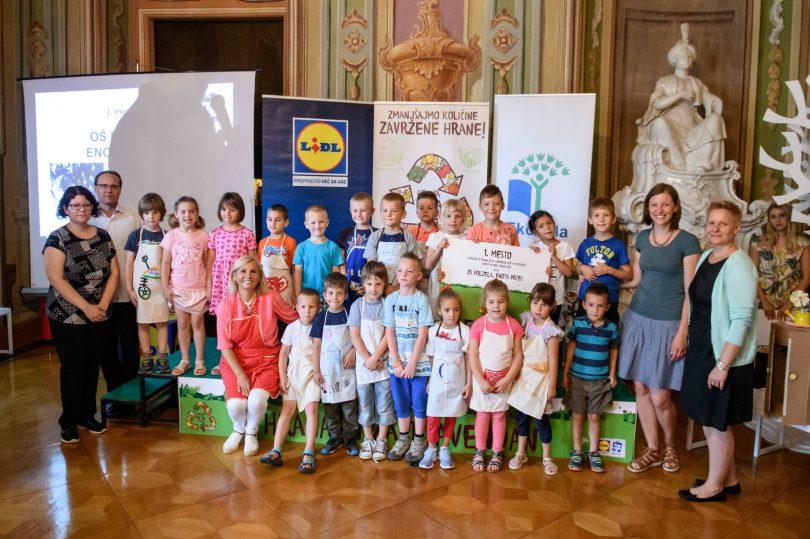 Lidl Slovenija je skupaj s programom Ekošola snovalec projekta Hrana ni za tjavendan, ki ga izjava v okviru svoje trajnostne pobude Ustvarimo boljši svet.